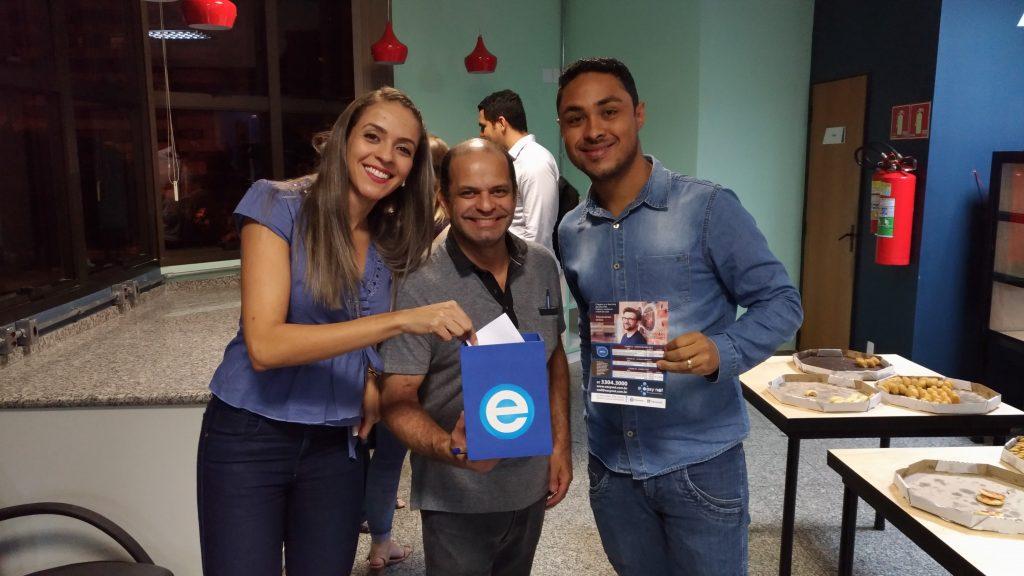 Ana Cristina (minha esposa), Renato Nicodemos e Fábio Higor, sempre dando o apoio na realização dos eventos.